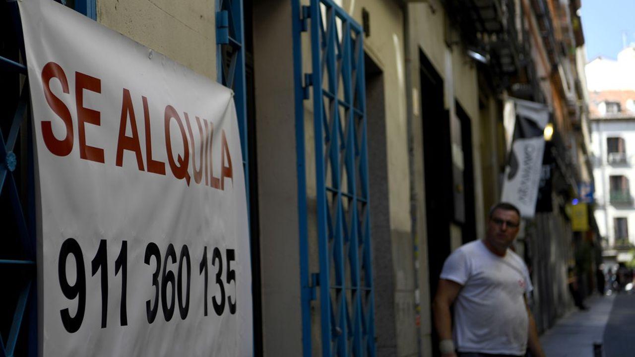 La crise immobilière fait rage en Espagne. A Madrid où la hausse des loyers est de 30% en deux ans, il est devenu de plus en plus difficile de trouver à se loger. Les autorités doivent se coordonner pour mettre un terme à cette flambée, selon «El Pais».