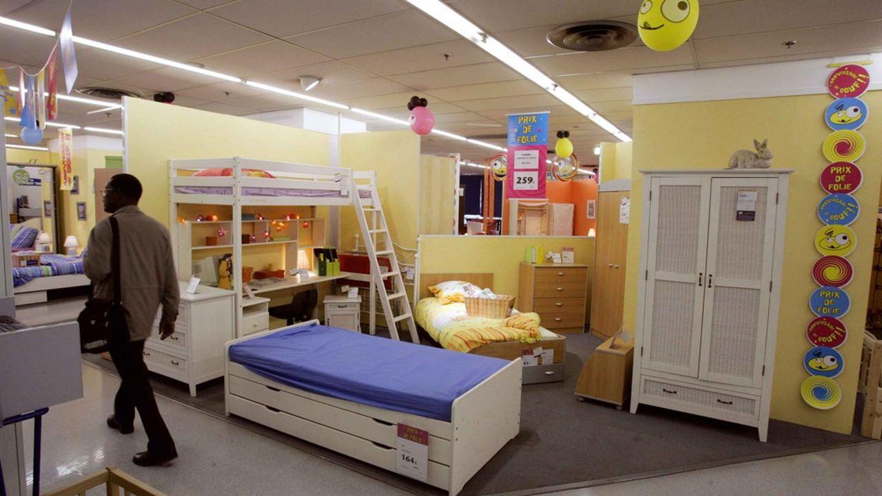 Longtemps numéro un du marché du meuble en France, Conforama s'est fait dépasser par Ikea.