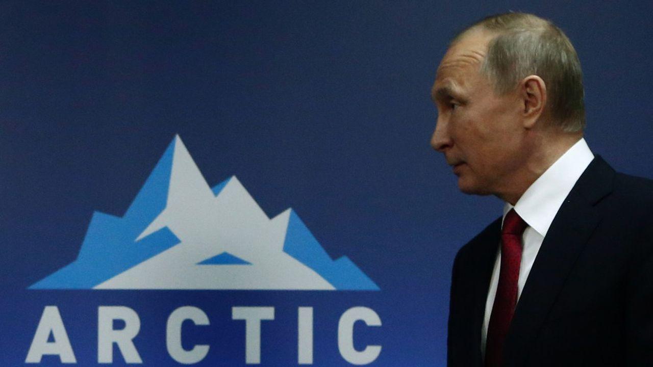 Le président russe Vladimir Poutine a fixé la barre très haut pour son vaste chantier arctique, la route du nord : un volume annuel de 80 millions de tonnes transportées d'ici à 2025.