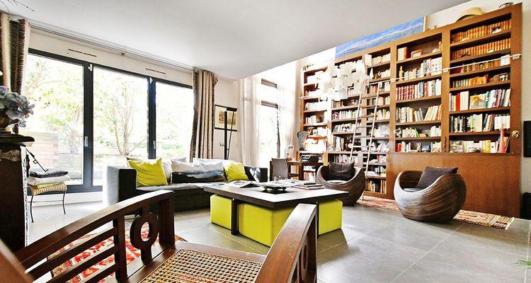Un salon de 38 m2 très lumineux donnant sur une terrasse aménagée