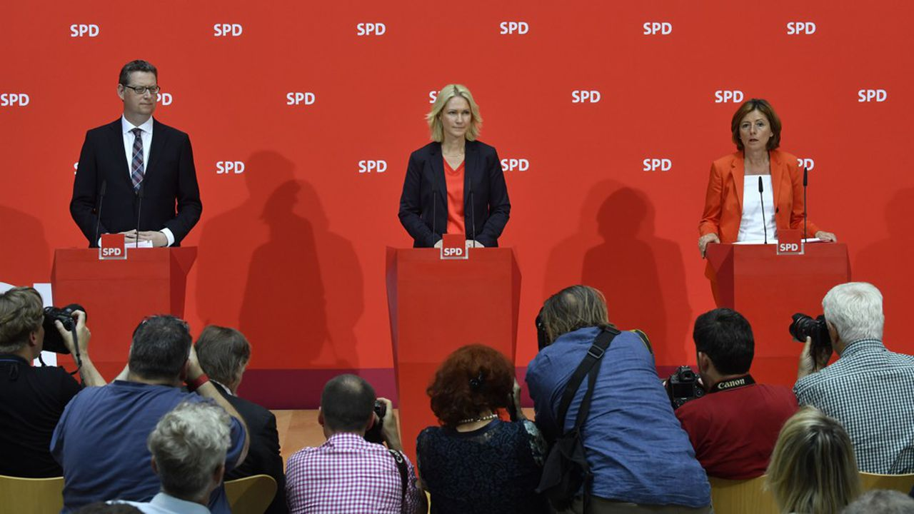 L'opposition du SPD, dont la présidence est assurée par les ministres présidentes de Rhénanie-Palatinat et de Mecklembourg-Poméranie, Malu Dreyer et Manuela Schwesig, avec Thorsten Schäfer-Gümbel, ex-tête de liste du SPD en Hesse, explique qu'Angela Merkel se soit abstenu mardi lors de la nomination d'Ursula von der Leyen par les chefs d'Etat européens. (Photo John MACDOUGALL/AFP)