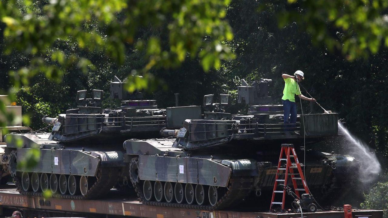Plusieurs milliers de militaires et des responsables civils doivent assister au défilé organisé à Washington pour célébrer l'indépendance aux côtés du président américain (photo: préparation de tanks, à deux jours de l'événement)