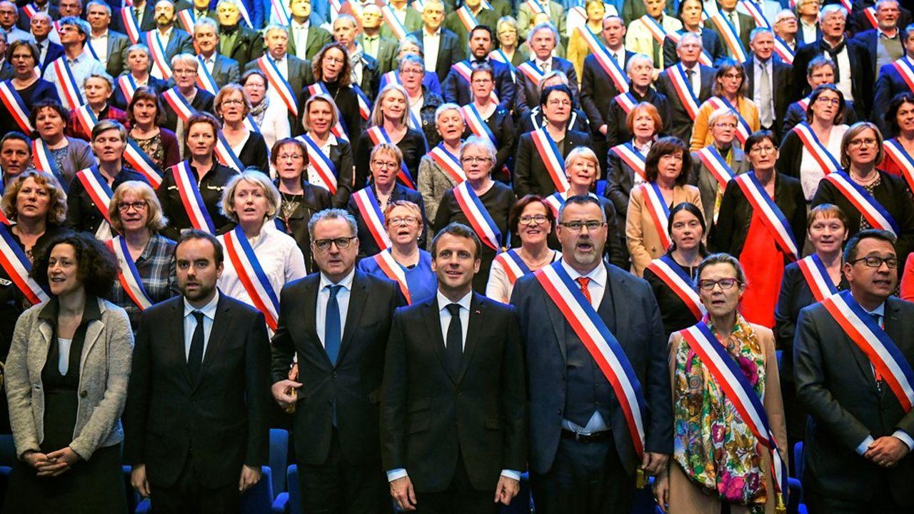 Emmanuel Macron lors d'une rencontre avec les maires bretons à Saint-Brieuc début avril.