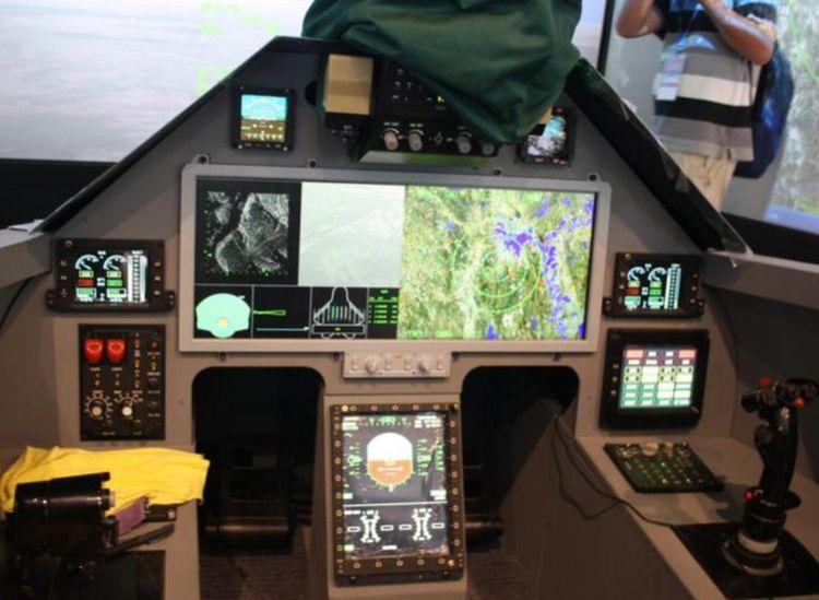 Le cockpit de la dernière génération de chasseur J-20 et son écran tactile