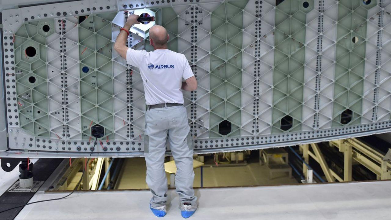La construction aéronautique et spatiale est de loin le premier secteur excédentaire avec un chiffre de 29milliards d'euros sur les douze derniers mois.
