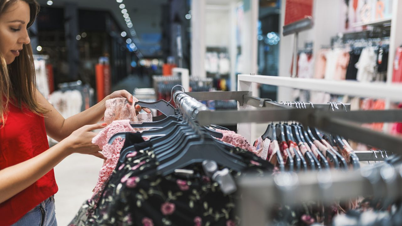 Digital_Utile_Echos_Essayer un vêtement sans l'enfiler, c'est possible_© Dragana Gordic - Fotolia.com.jpg