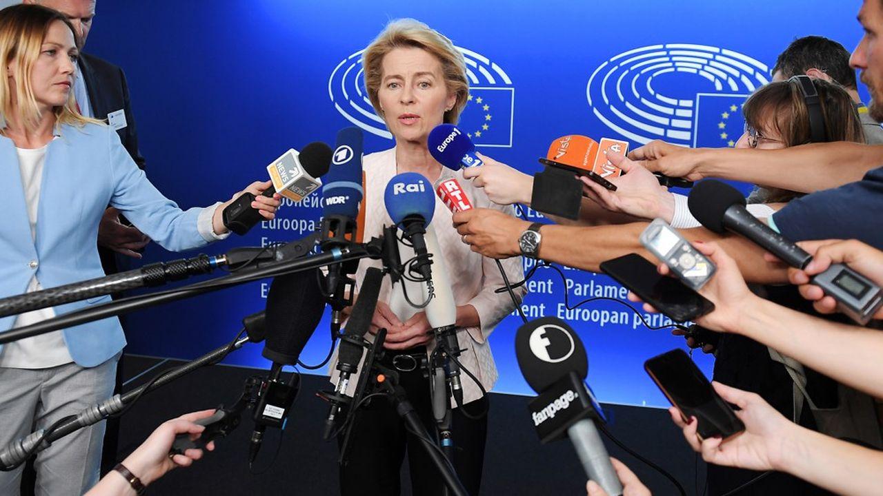 A l'issue de longues tractations, Ursula von der Leyen a été désignée comme présidente de la Commission européenne. En marge de la première session plénière du nouveau parlement européen, le 3juillet, à Strasbourg, l'actuelle ministre allemande de la Défense a déclaré vouloir se donner 15 jours pour présenter sa «vision» pour les cinq prochaines années de l'Union européenne.