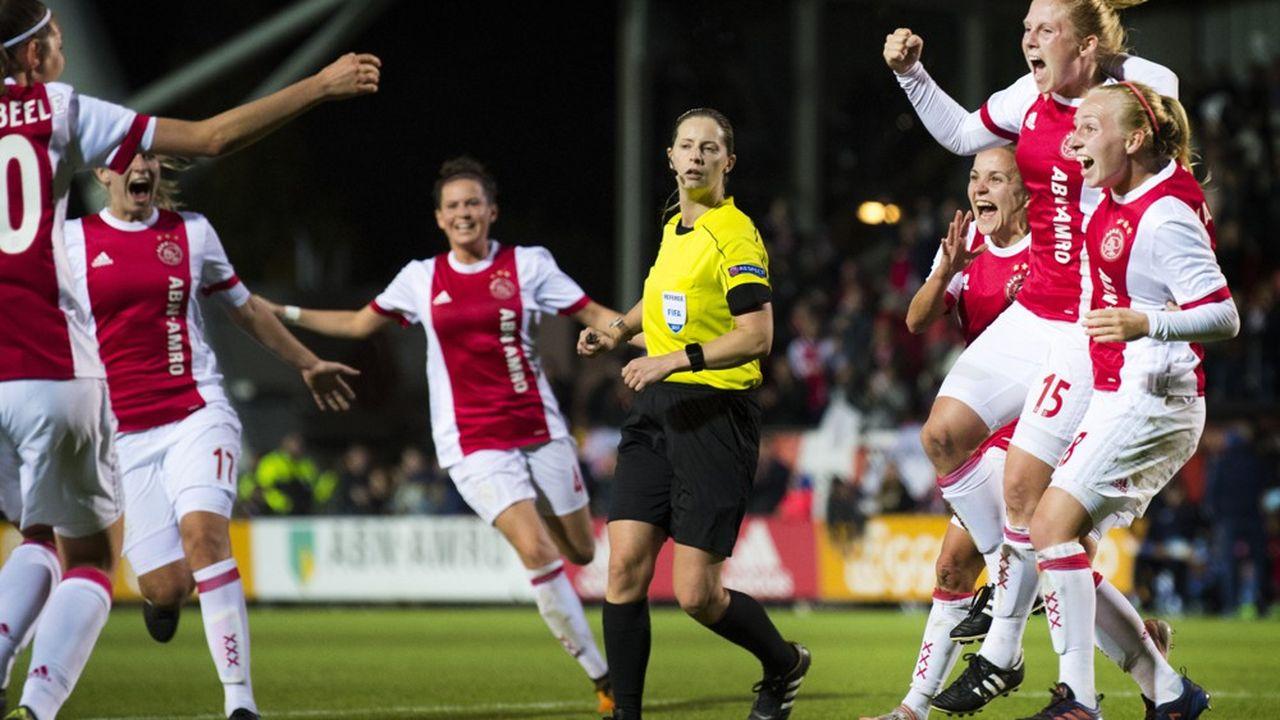 L'accord signé entre la Fédération du football rémunéré (FBO) au nom de l'Ajax d'Amsterdam et l'association professionnelle ProProf marque une étape vers la professionnalisation du football féminin aux Pays-Bas.