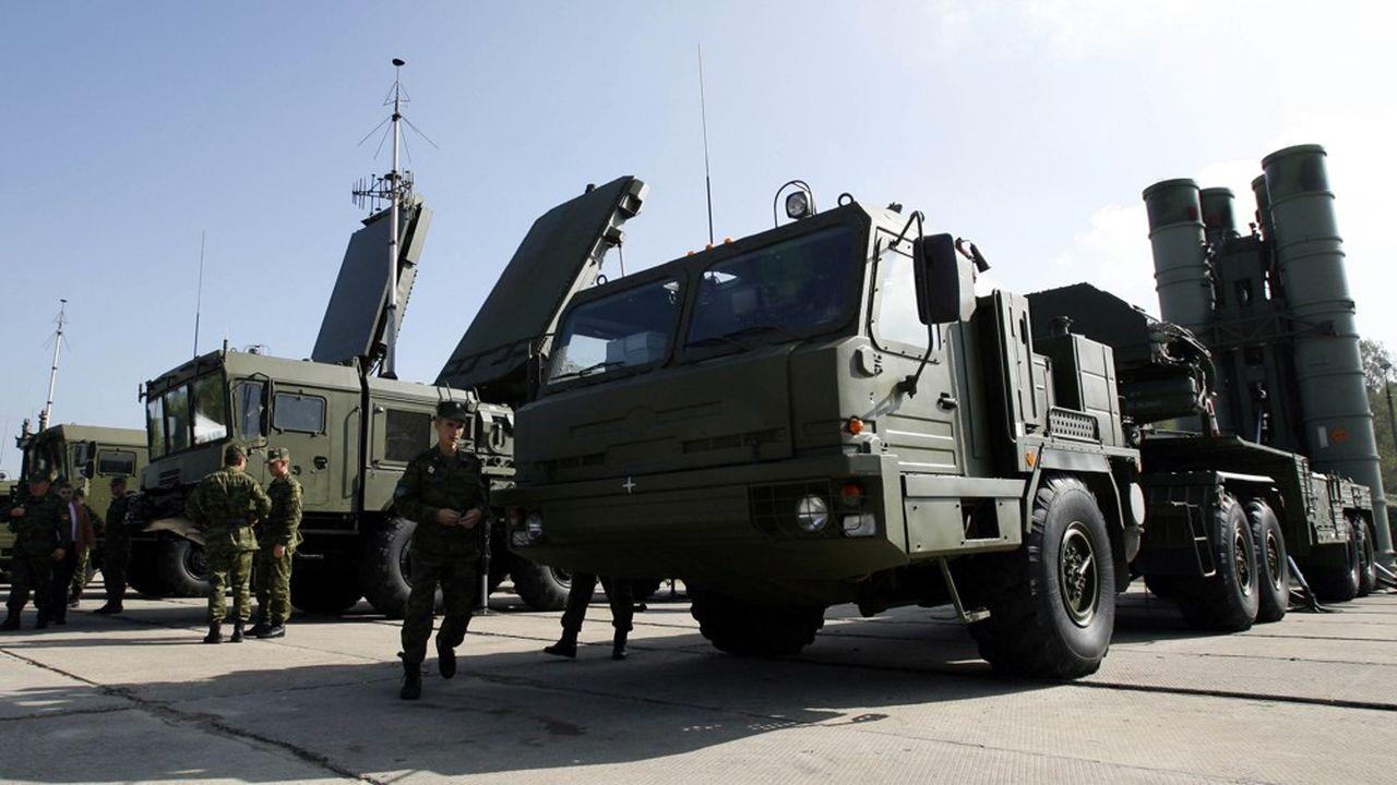 Le système S-400, successeur des systèmes de défense antiaérien S-200 et S-300, est devenu le fleuron de l'industrie de l'armement russe