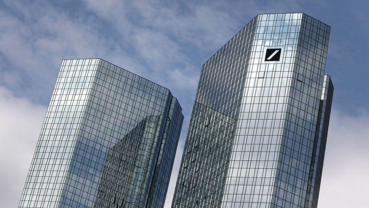 Deutsche Bank - dont le siège est situé à Francfort - va voir au moins trois de ses dirigeants partir d'ici la fin juillet.