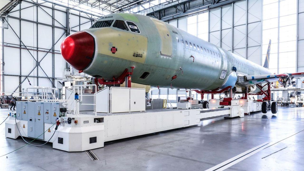 Malgré des investissements importants et un recours massif à la robotique, l'usine Airbus de Hambourg peine à livrer ses monocouloirs dans les temps.