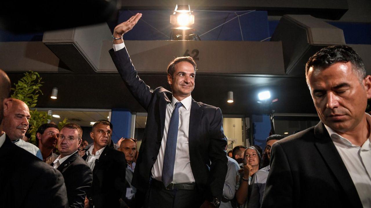 A 51 ans, le fils de l'ex-Premier ministre Constantin Mitsotakis, frère de Dora Bakoyannis, ancienne maire d'Athènes et oncle du nouveau maire de la capitale grecque, Kyriákos Mitsotákis, va tenter à son tour de se faire un prénom.