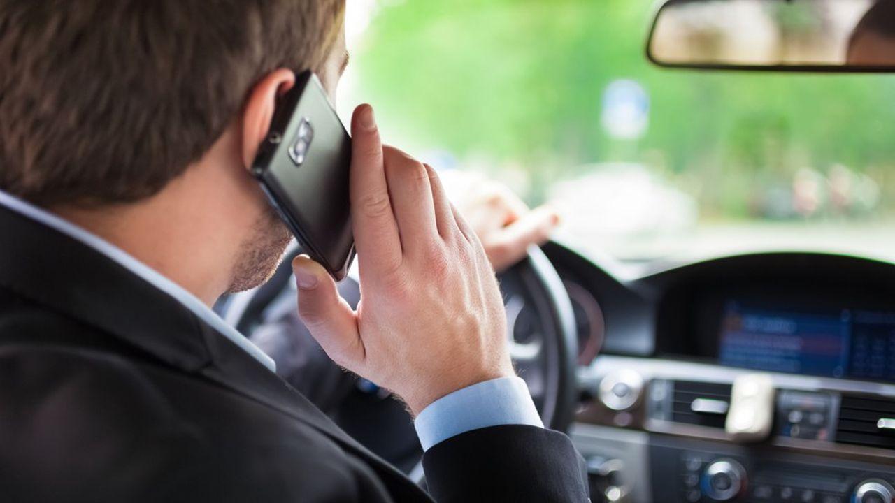 En 2016, près de 300.000 conducteurs ont été verbalisés pour avoir téléphoné en conduisant.