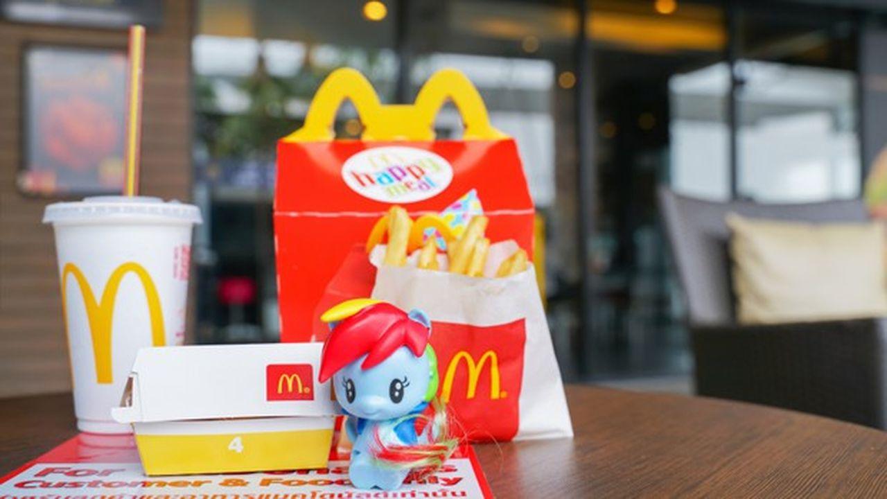McDonald's propose des jouets dans son «Happy Meal» depuis 1979.