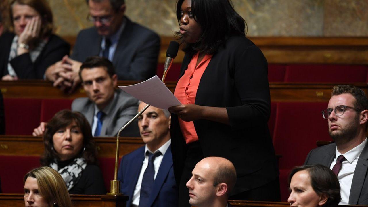 La proposition de loi a été portée par la députée Laetitia Avia, auteure d'un rapport sur le sujet et elle-même victime d'attaques racistes sur les réseaux sociaux.