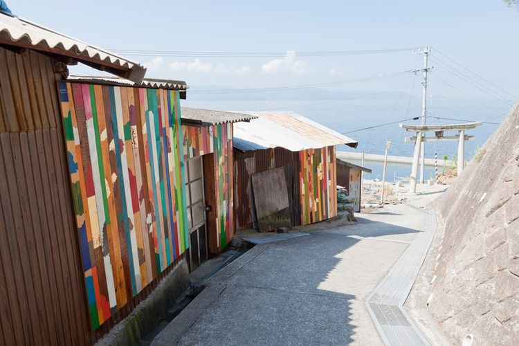Rikuji Makabe « Project for wall paintings in lane, Ogijima, wall alley » pour Setouchi