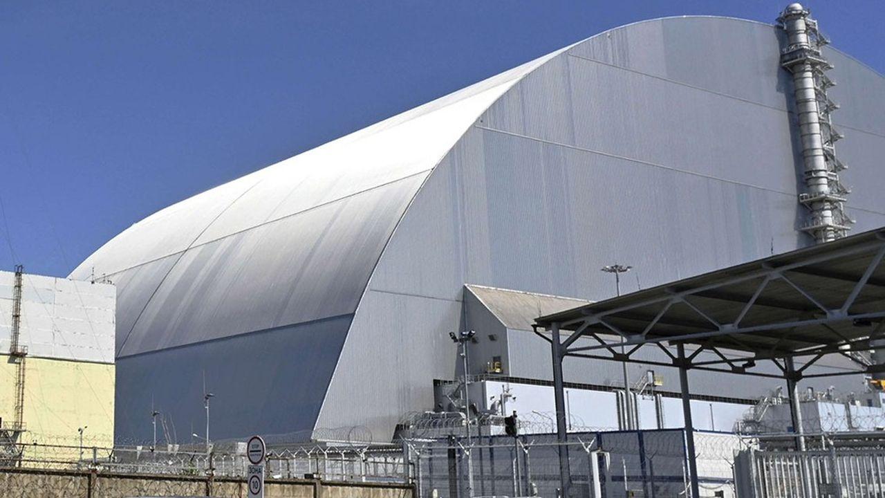 La nouvelle enceinte de confinement du site de Tchernobyl, en Ukraine, est une prouesse technique. La structure pourrait, à elle seule, accueillir le Stade de France.