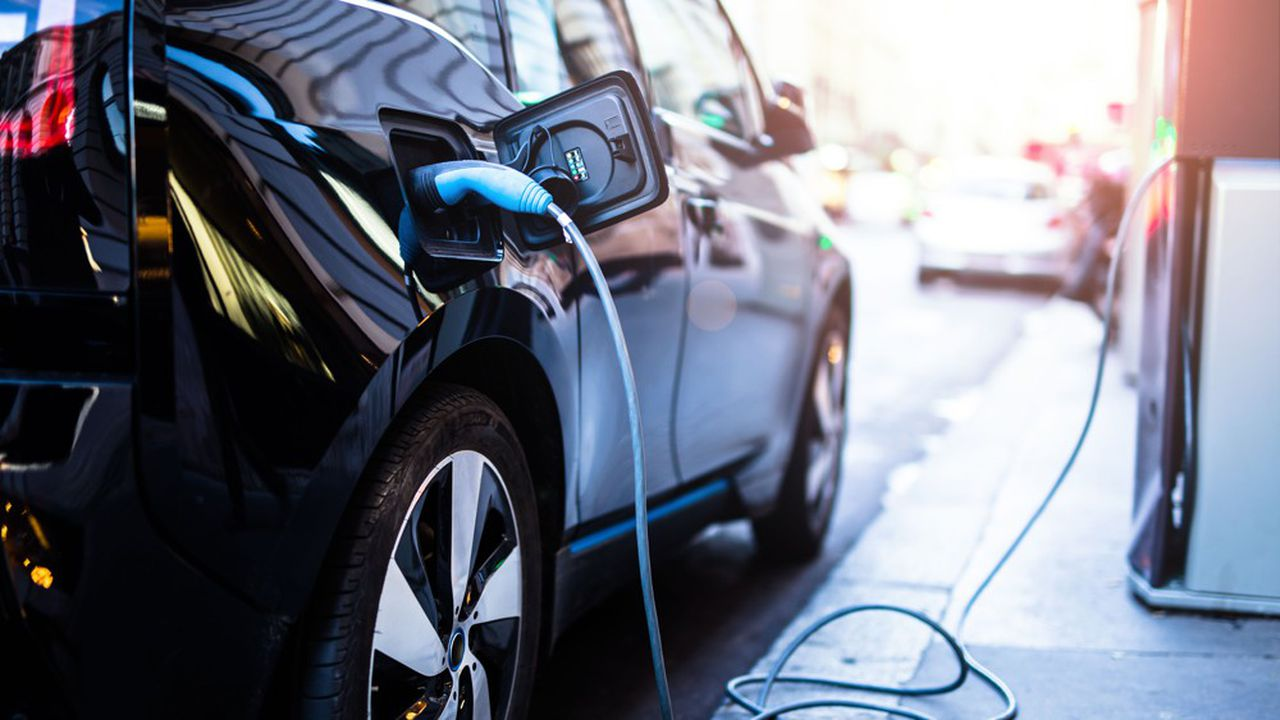 Selon le journal italien, ce sont les Etats qui stimulent de manière artificielle le marché automobile électrique.