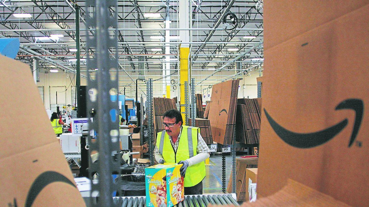 Amazon a de plus en plus recours aux robots dans ses entrepôts et dans ses opérations de logistique.