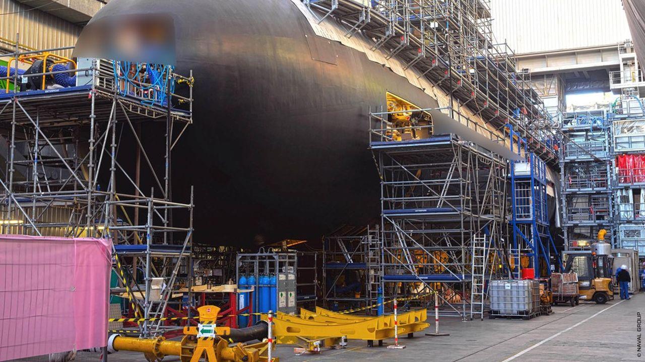 Naval Group est le premier employeur de Cherbourg avec plus de 2.750 salariés (et un rythme de 300 embauches par an depuis trois ans), auxquels s'ajoutent 1.200 salariés d'entreprises sous-traitantes installées sur le site.