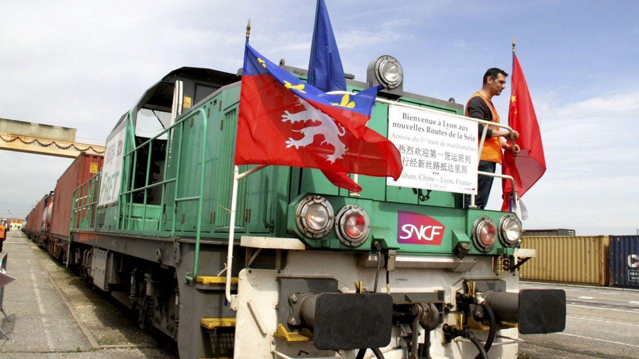 En avril2016, un train parti de Wuhan arrive près de Lyon, àSaint Priest, marquant la première liaison ferroviaire entre la Chine et la France