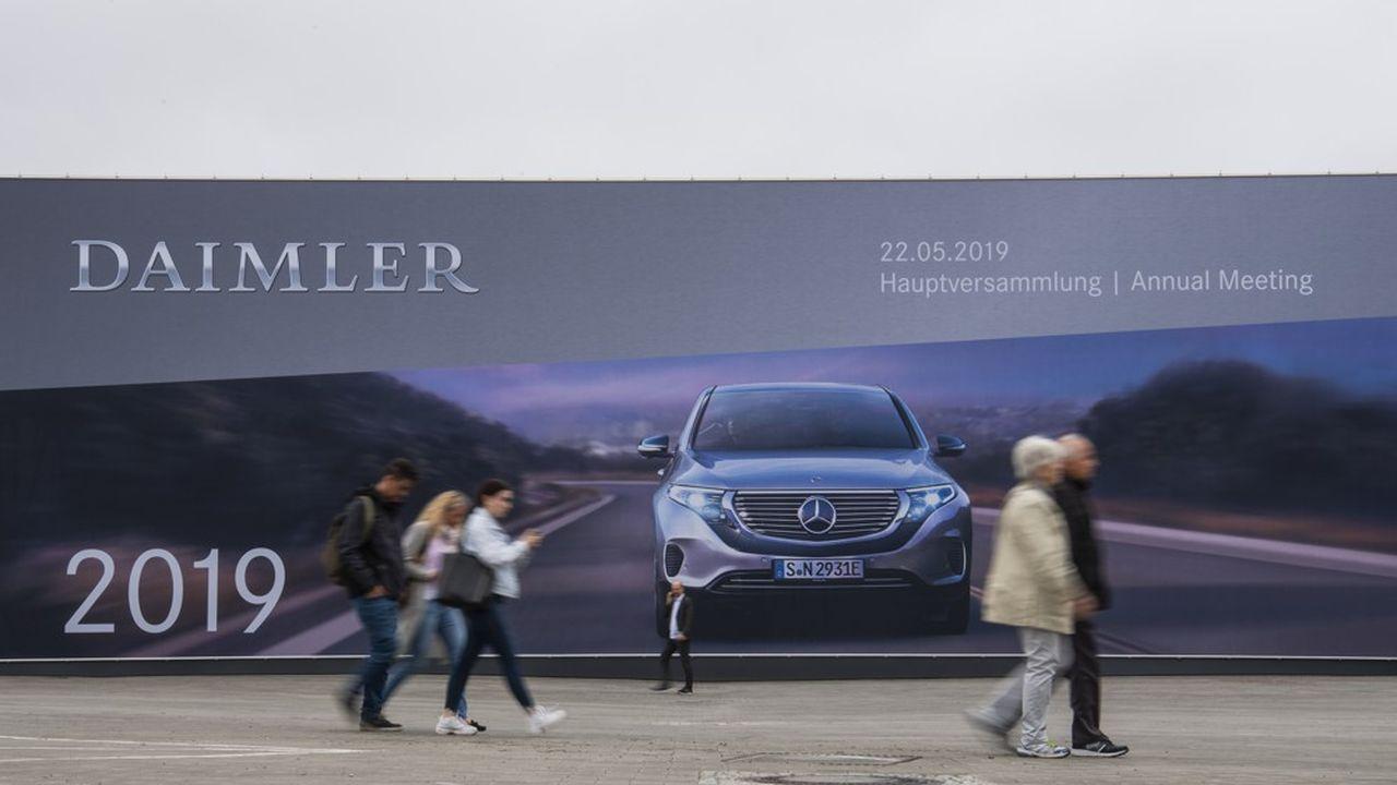 Les comptes de la maison mère de Mercedes au deuxième trimestre sont notamment plombés par les conséquences du scandale des moteurs diesel truqués et le rappel massif de véhicules en raison d'un problème sur les airbags Takata.