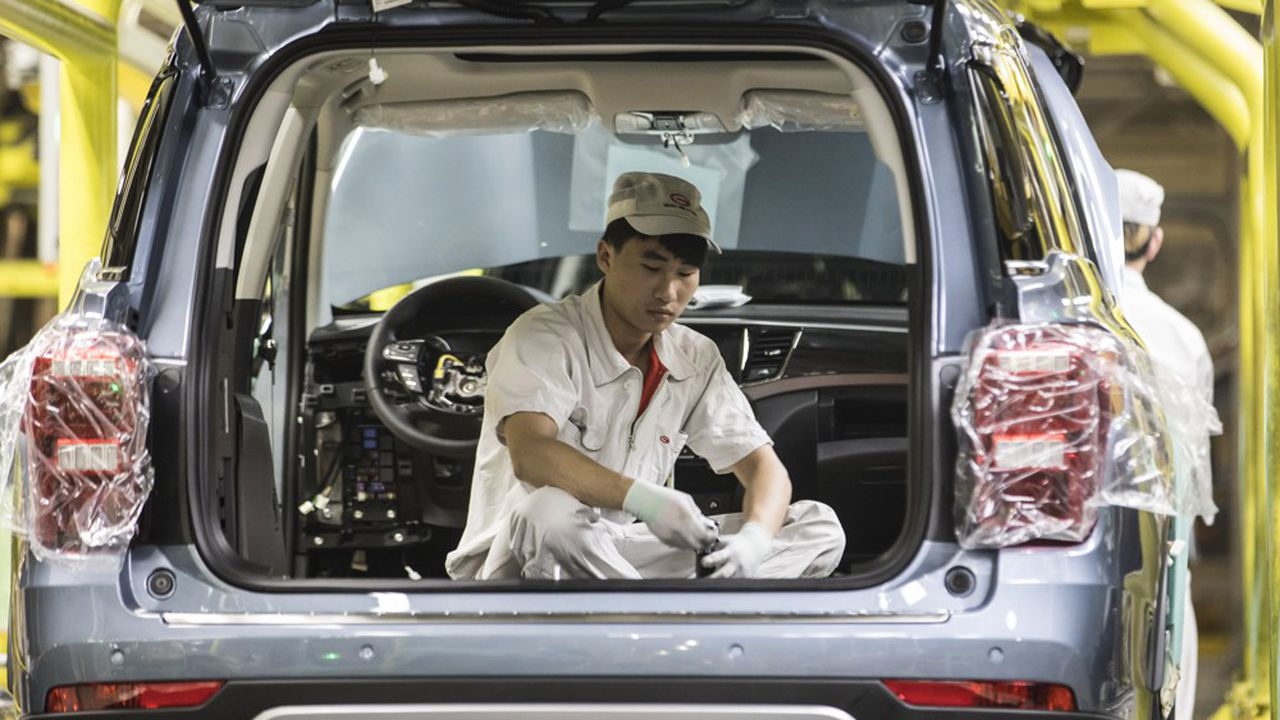 Le marché automobile chinoisest plombé par la conjoncture économique, mais aussi par la mise en place de nouvelles normes anti-pollution depuis le 1erjuillet.