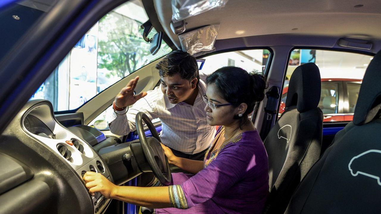 En Inde, où les élections de mai ont provoqué de l'incertitude, les experts de LMC Automotive prévoient une baisse des ventes de véhicules légers de 3%, à 3,9millions d'unités.