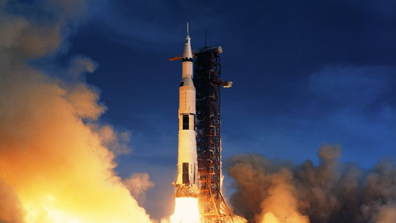 En douze ans, les Etats-Unis ont comblé leur retard sur le rival soviétique pour être les premiers à poser un équipage sur la Lune.