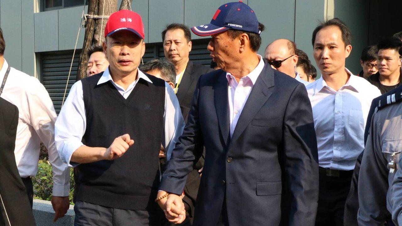 Terry Gou (à droite) a été largement distancé par Han Kuo-yu (à gauche) lors des primaires destinées à désigner le futur candidat à la présidentielle du parti d'opposition Kuomintang