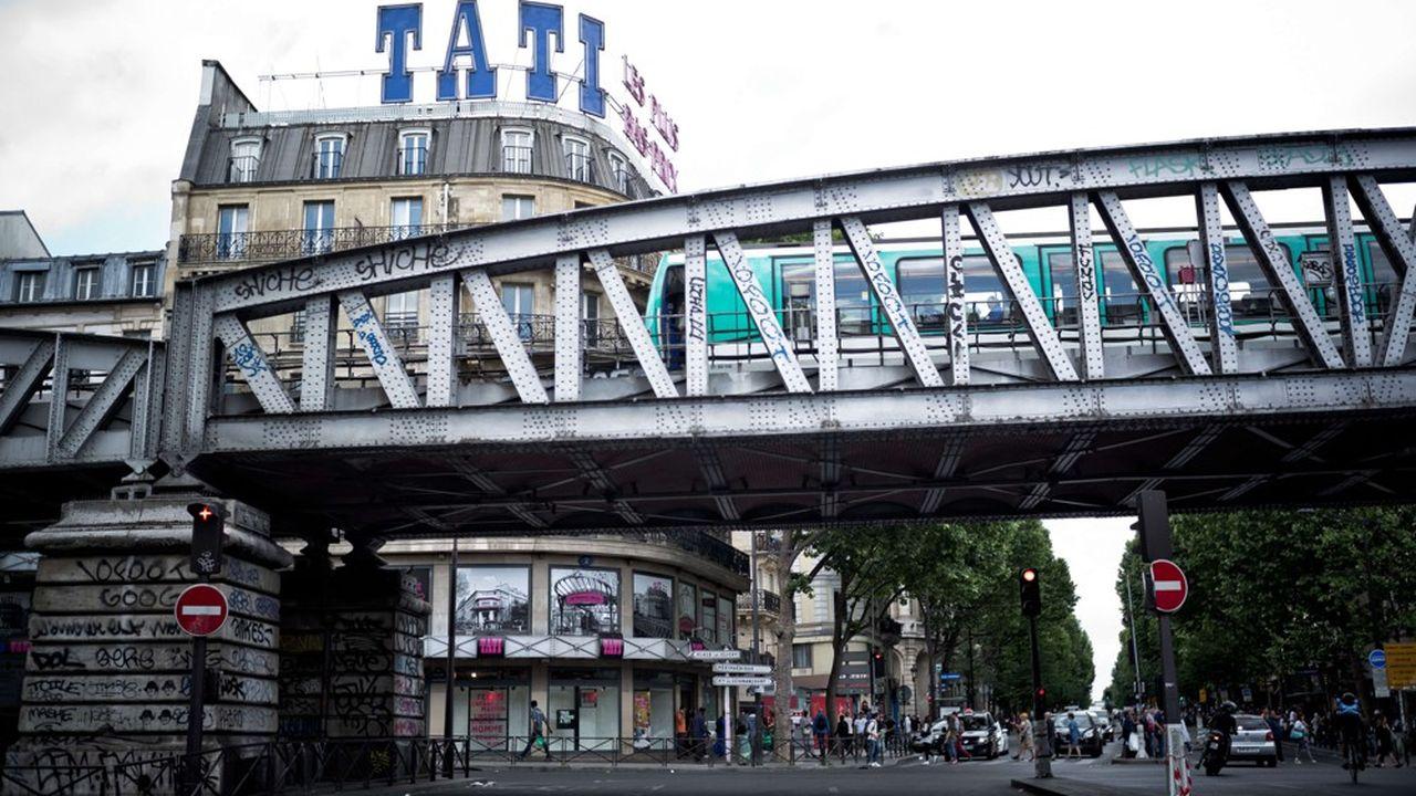Tati ne disparaîtra pas complètement du paysage commercial français puisque subsistera le magasin historique et emblématique de Barbès, au coeur du Paris populaire.