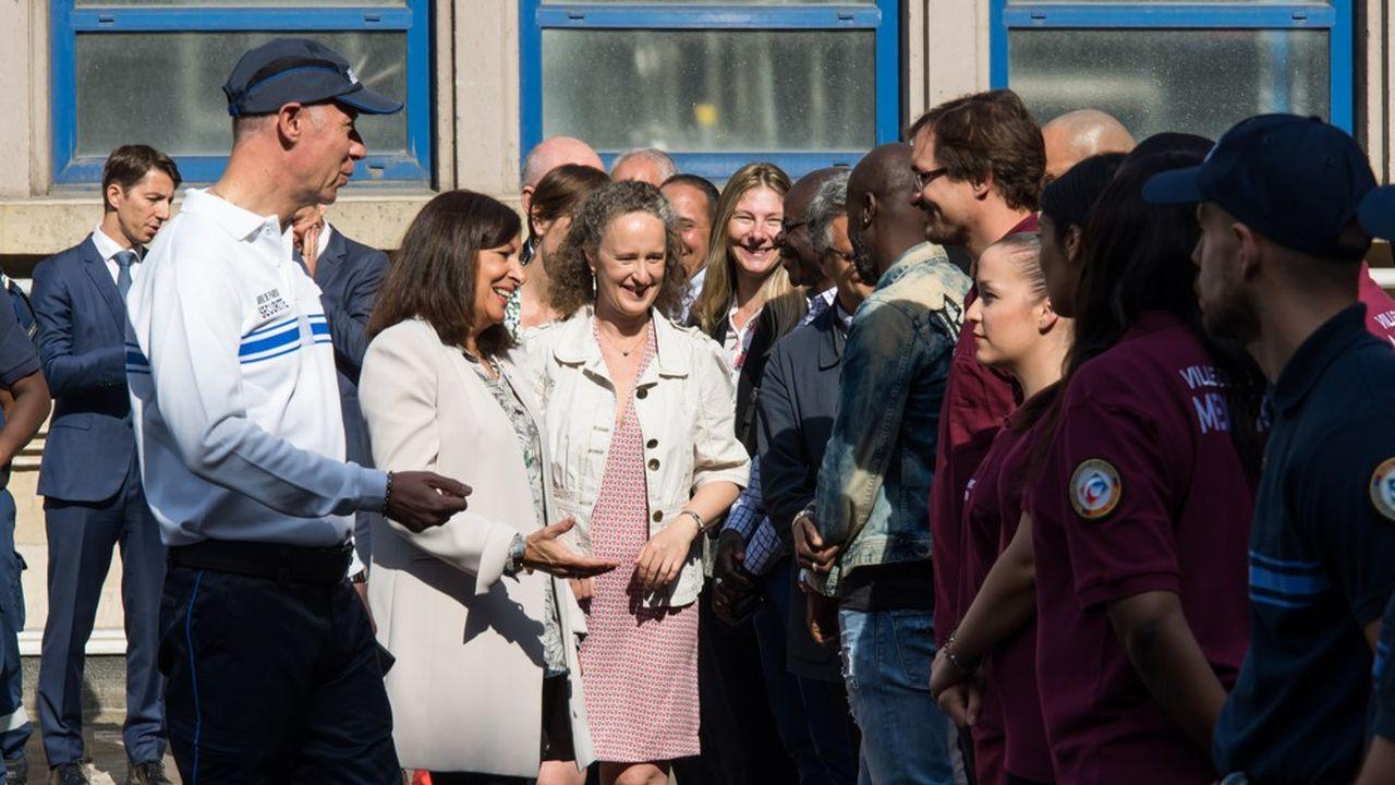 Michel Felkay, directeur de la force municipale, accueillait les nouvelles recrues ce mardi matin, avec la maire de Paris Anne Hidalgo et son adjointe Colombe Brossel.