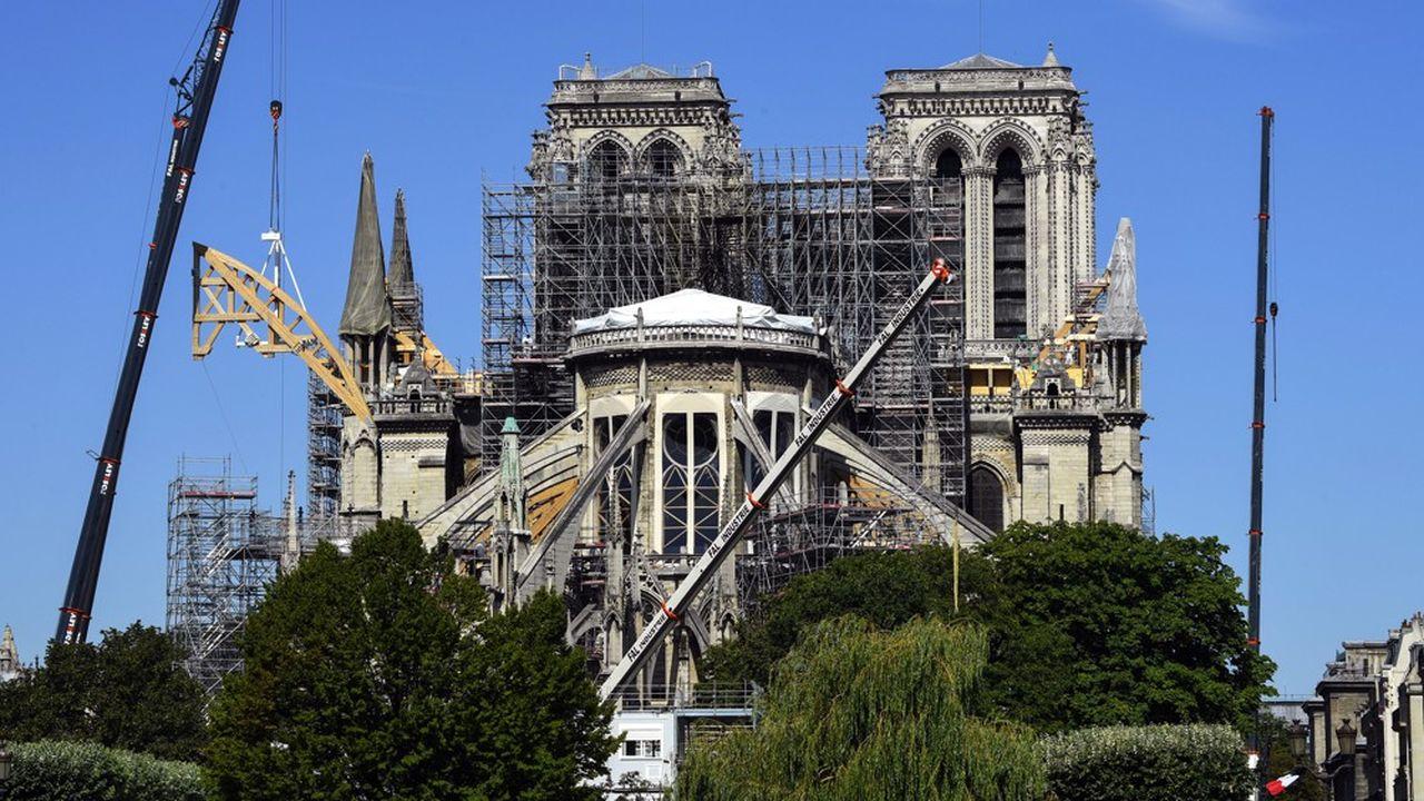 Des cintres en bois ont commencé à être posés pour soutenir les arcs-boutants et stabiliser Notre-Dame. Ici une photo du chantier prise le 9juillet dernier.