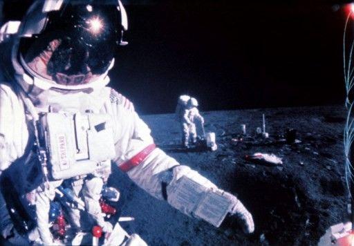 En février1971 (Apollo 14), Alan Shepard (devant) et Edgar Mitchell (au fond)