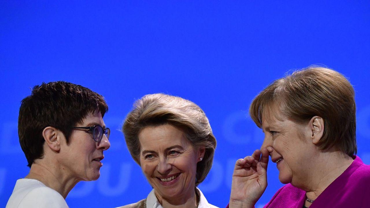 Alors qu'elle souffle ses bougies ce mercredi, la chancelière peut se féliciter d'avoir remis en selle une ancienne dauphine, Ursula von der Leyen (au centre), et offert une rampe de lancement à Annegret Kramp-Karrenbauer (à g.) pour lui succéder d'ici la fin de son mandat en 2021.