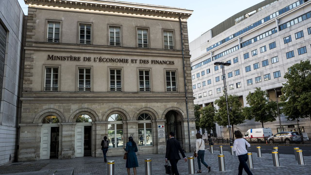 Bercy : 170 hauts fonctionnaires sont mieux rémunérés qu'Emmanuel Macron