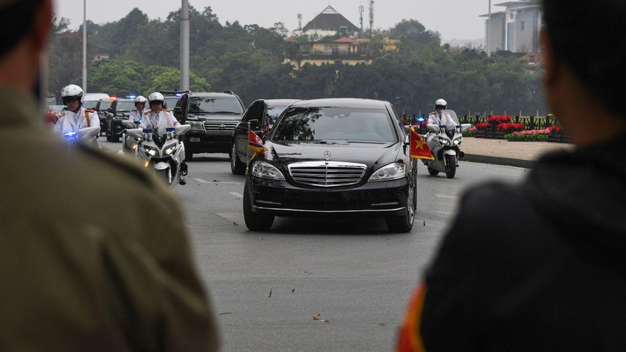 Construites en Allemagne, les Mercedes de Kim Jong-un sont parties de Rotterdam, pour transiter par la Chine, le Japon, la Corée du Sud et finalement la Russie avant d'arriver à Pyongyang