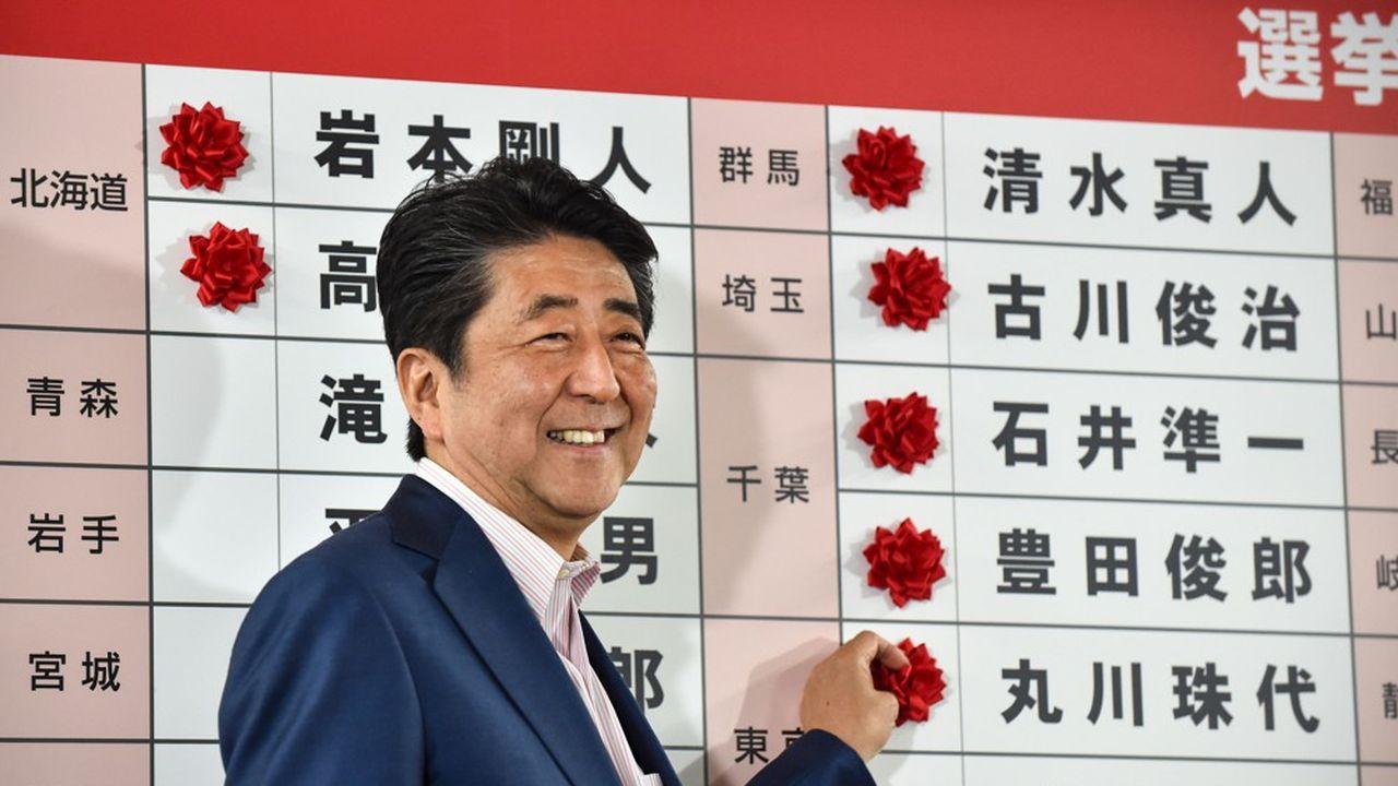 Le premier ministre japonais, Shinzo Abe, va battre le novembre le record de longévité d'un chef de gouvernement japonais, avec presque huit ans au pouvoir, dont sept consécutifs depuis fin 2012.