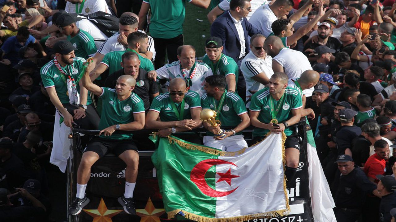 Les Fennecs de retour à Alger, coupe d'Afrique sous les bras, après la victoire un à zéro face au Sénégal.