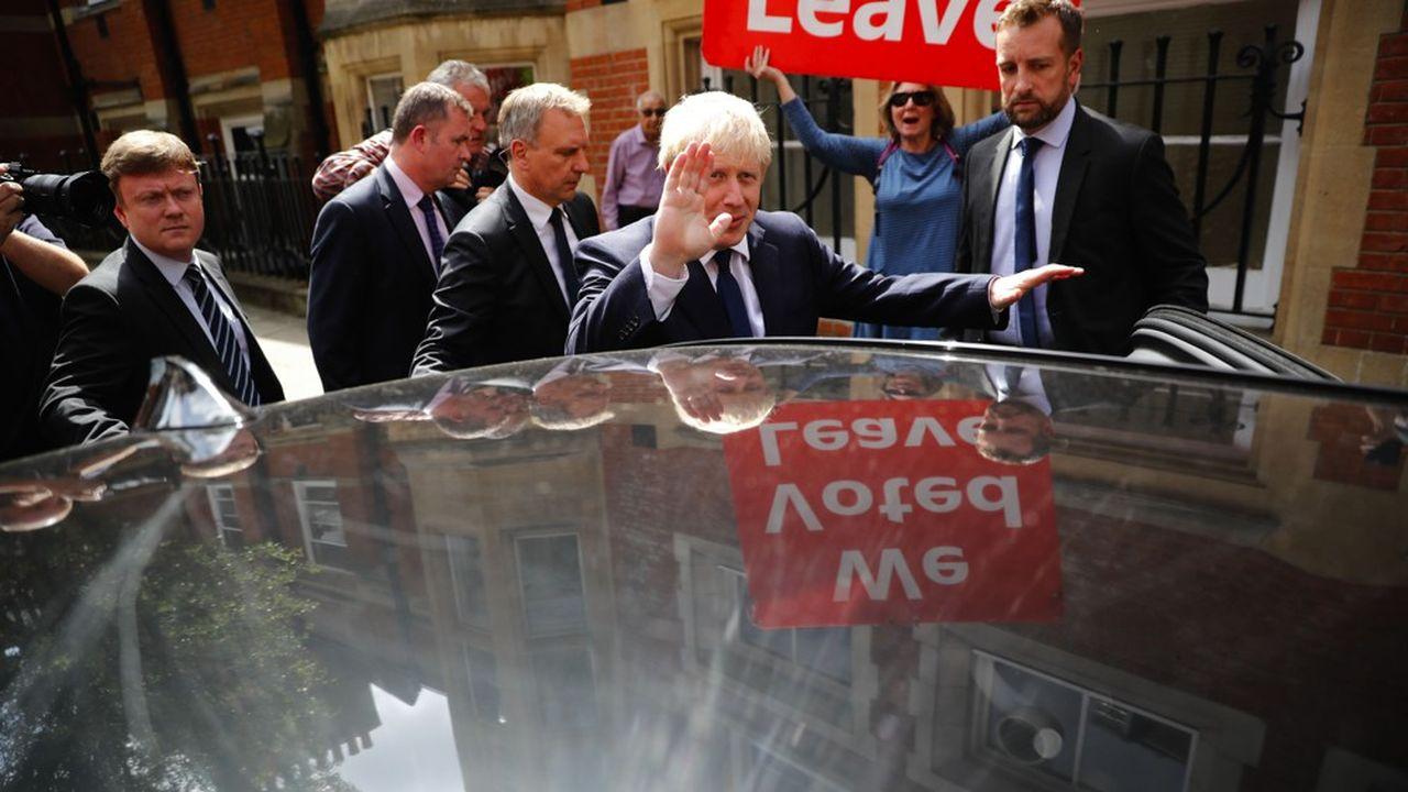 Quelle voie choisira Boris Johnson une fois élu? Un accord semble peu probable, tant le bouillonnant Brexiter risque d'être tenté de montrer les muscles face à Bruxelles. Mais les hard Brexiters du parti se méfient de lui, et de sa capacité à changer d'avis.
