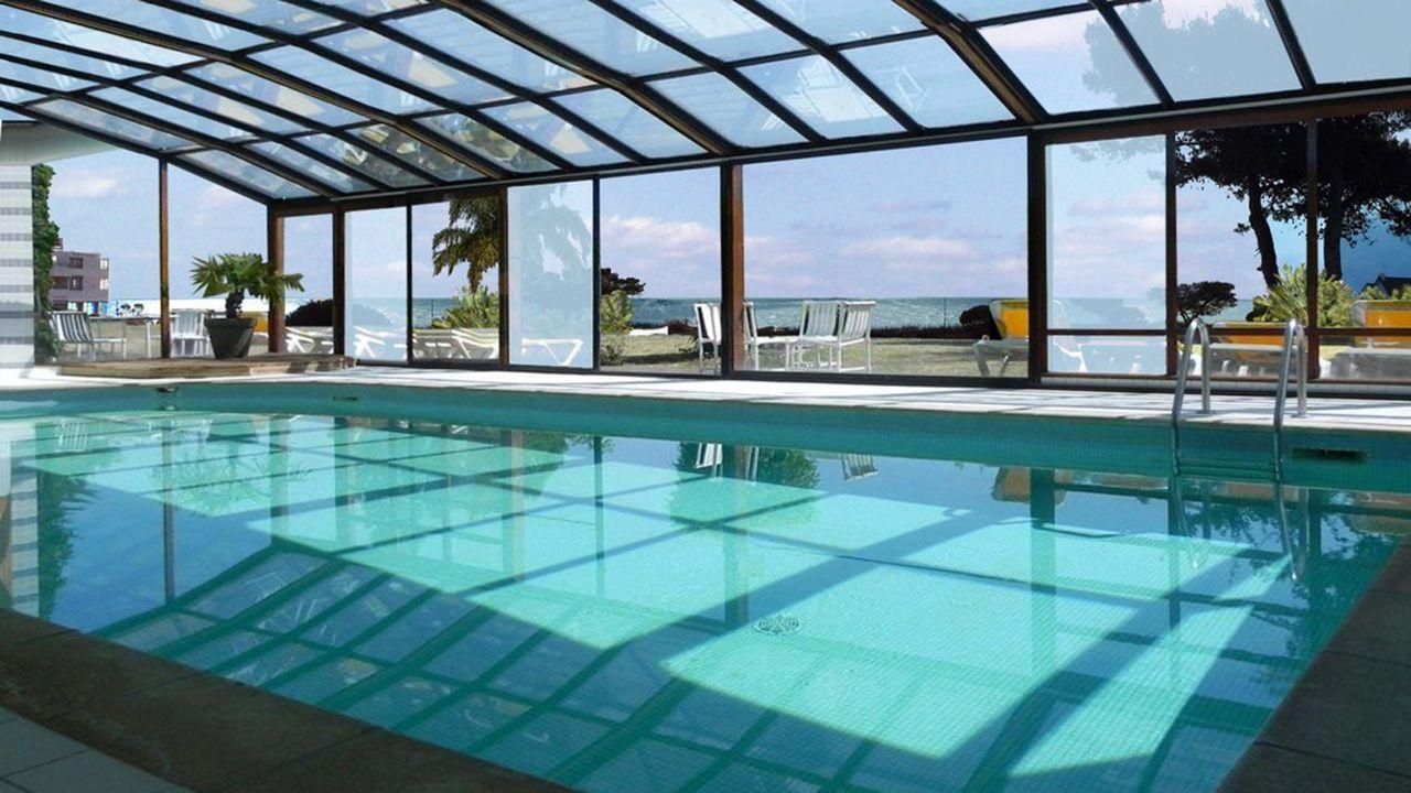 Couverte avec soin et sans toboggan, la piscine du futur camping de Quiberon témoigne que le projet est à contre-courant du modèle club de vacances, lequel a fait florès dans l'hôtellerie de plein air. Pour autant, les familles seront les bienvenues.