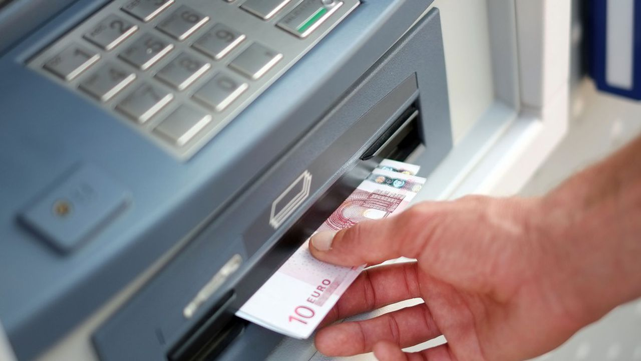 Selon la Banque de France, une majorité de Français accède sans difficulté à un distributeur automatique de billets.