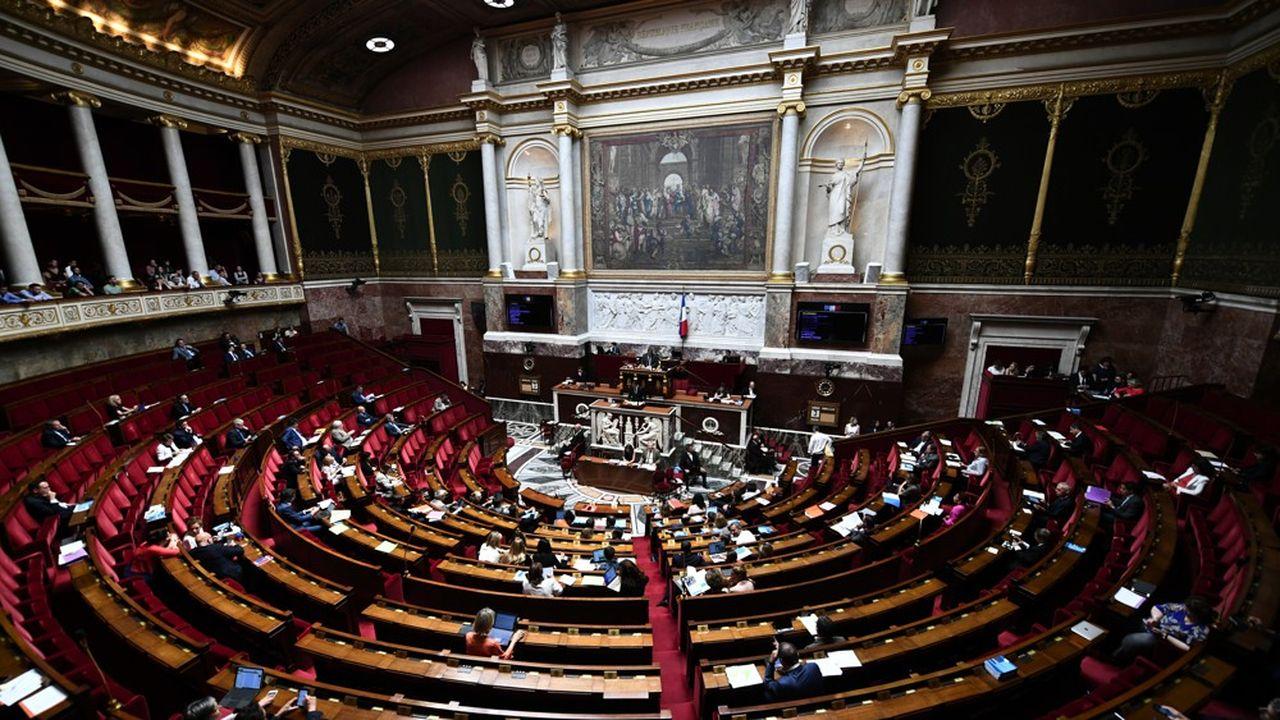 L'Assemblée, qui cesse jeudi soir ses travaux pour la pause estivale, reprendra les débats le 10septembre en cession extraordinaire.