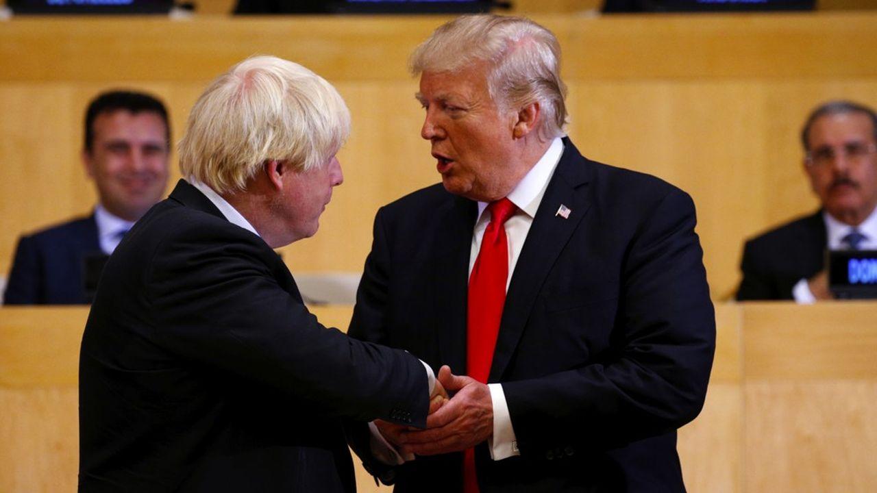 Boris Johnson a besoin des Etats-Unis pour rebondir en signant aussi vite que possible un ambitieux accord commercial avec eux. Il cherchera sans doute à mettre à profit sa proximité avec Donald Trump pour arriver à ses fins. Mais le terrain est glissant: les relations entre les deux pays pourraient se tendre dès qu'il s'agira d'entrer dans le dur de la négociation.