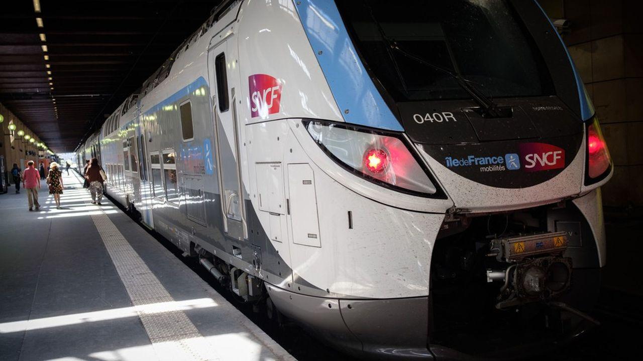 En Île-de-France comme sur le réseau national, la SNCF prévoit des distributions de bouteilles d'eau dans certaines gares et une surveillance accrue des installations.