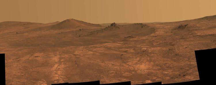 Un cratère allongé appelé «Spirit of St. Louis» sur Mars, photographié par le rover Opportunity.