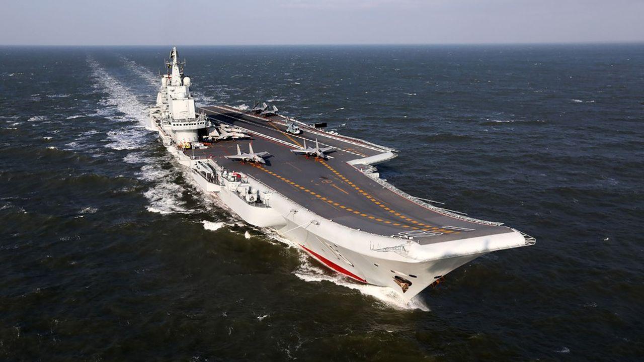 Dérivé d'un appareil soviétique, racheté à la casse pour une bouchée de pain aux Ukrainiens à la fin des années 1990, le Liaoning est le premier porte-avions des forces navales chinoises.
