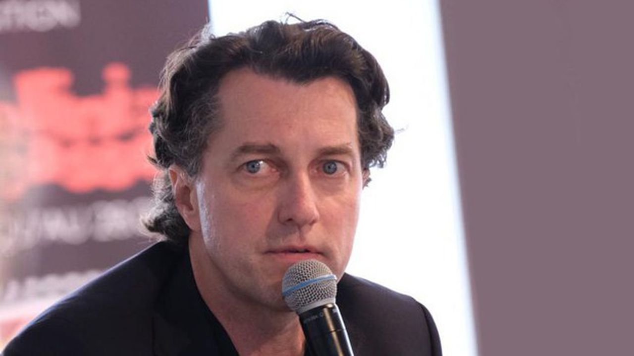 Dominique Boutonnat a travaillé longtemps chez AXA avant de s'intéresser au monde du cinéma et de l'audiovisuel.