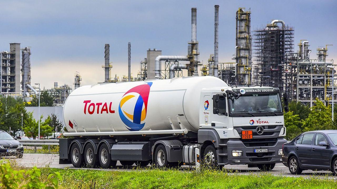 Total a dû arrêter temporairement sa raffinerie de Grandpuits, en Seine-et-Marne, en raison d'une fuite sur un oléoduc. En Allemagne, la raffinerie de Leuna a elle aussi tourné au ralenti à cause du pétrole contaminé en provenance de Russie.