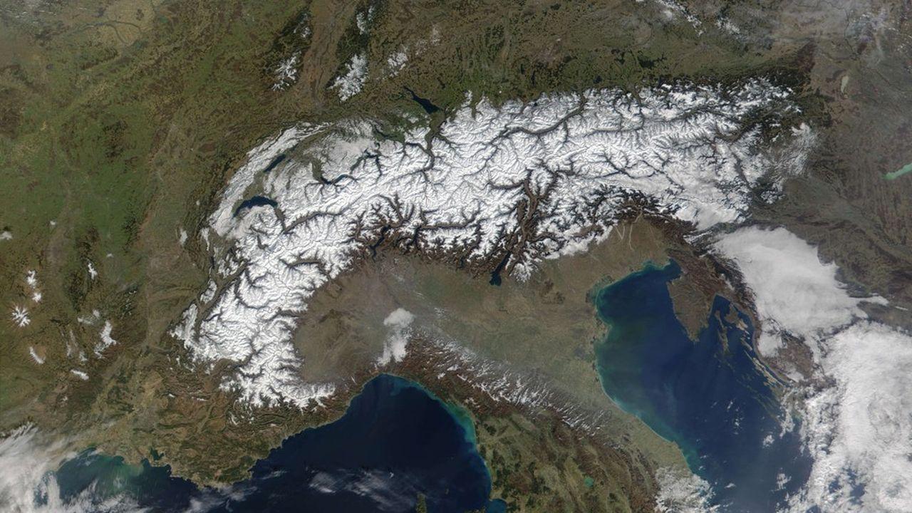 Les images de la Terre prises depuis l'espace font déjà l'objet d'un contrôle par les autorités françaises, avec la coopération d'autres etats.